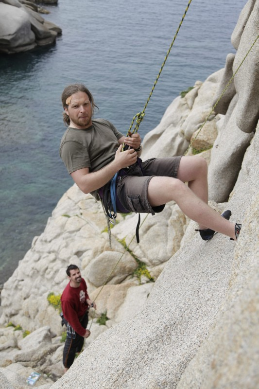 Tommy klettert, Leon sichert